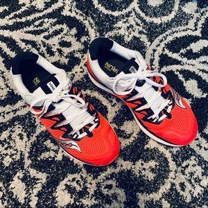 Ladies SAUCONY Everun Triumph sneakers 8 1/2